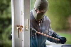 Bewohner überrascht Einbrecher