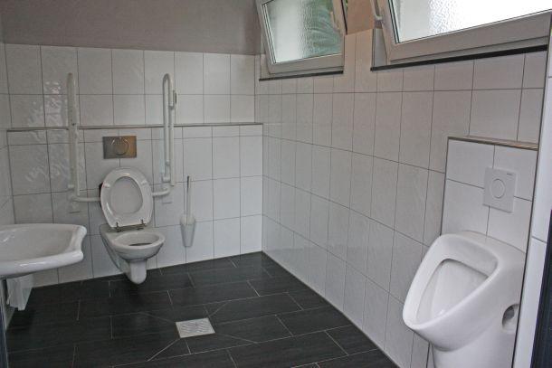 10_22_renovierte toilette friedhof-q
