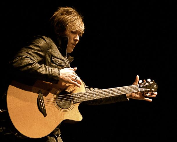 Calum Graham als erster Jugendlicher den ersten Preis beim Canadian Guitar Festival. Seine Fingerstyle-Technik ist ebenso außergewöhnlich wie einzigartig. Foto: Stadt Hemsbach