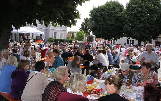 05 3Hemsbach feiert Picknick am Schloss (3)