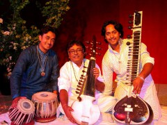 Sarod, Sitar, Gitarre und Gesang – Weltmusik par excellence