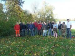 Projektgruppe und Freiwillige packen mit an